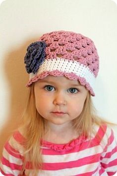Little girl's crochet hat with flower ~ Free pattern Use bottom brim on Susies hat. Crochet Cap, Crochet Baby Hats, Crochet Beanie, Cute Crochet, Crochet For Kids, Crochet Crafts, Crochet Clothes, Crochet Projects, Knitted Hats