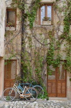 Cartoline dal Salento: centro storico di Otranto