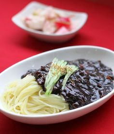 Korean Dishes, Korean Food, Home Meals, Food Gallery, Asian Recipes, Ethnic Recipes, Food Plating, Side Dishes, Easy Meals