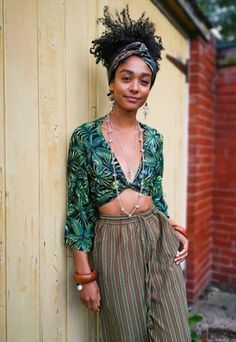 We share the best hippie outfits ideas boho fashion inspiration for your style. Fashion 90s, Afro Punk Fashion, Fashion Week, Boho Fashion, Vintage Fashion, Fashion Outfits, 70s Hippie Fashion, Punk Mode, 70s Mode