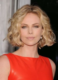 Charlize Theron: 'Young Adult' Premiere in NYC!: Photo Charlize Theron is red hot at the world premiere of her new movie, Young Adult, at the Ziegfeld Theatre on Thursday (December in New York City. Bob Haircut Curly, Wavy Bob Hairstyles, Short Curly Hair, Hairstyles For Round Faces, Short Hairstyles For Women, Medium Curly, Bob Haircuts, Hairstyle Short, Gorgeous Hairstyles