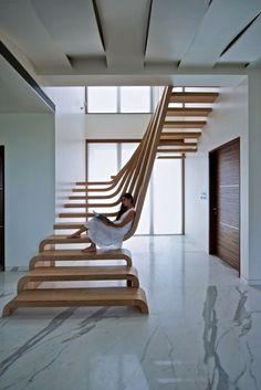 美しい木製階段 - 革新的発明と製品情報