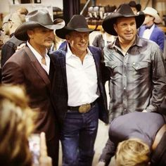 of my favorites! Tim McGraw, George Strait, and Garth Brooks :)All of my favorites! Tim McGraw, George Strait, and Garth Brooks :) Male Country Singers, Country Musicians, Country Music Artists, Country Music Stars, Country Songs, Garth Brooks, George Strait, Papa Roach, Breaking Benjamin