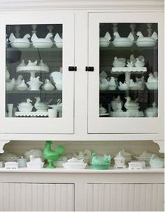 Pieces of milk glass make a pretty display. The two green pieces on the lower shelf pop. Milk glass is a popular collectible. Animal-covered dishes are a favorite. Vintage Dishes, Vintage Glassware, Vintage Kitchen, Nice Kitchen, Vintage Plates, Kitchen Stuff, Chandeliers, Hens On Nest, Life Design