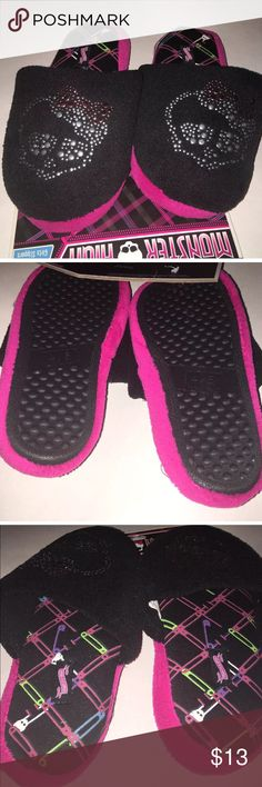 Monster High girl skull Slippers 11/12 2/3 4/5 NEW Black slippers with checker design on inside. Rubber bottoms. Girls monster High. Studded skull design. I have others in my closet. monster high Shoes Slippers