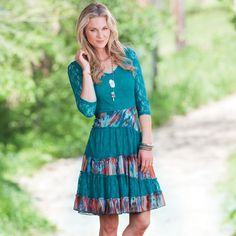 The Texas Tiered Dress from Rod's is a fun yet appropriate length for today's fashion forward rodeo queen. Country Wear, Country Girl Style, Country Fashion, Western Dresses, Western Outfits, Cute Winter Outfits, Cute Outfits, Family Picture Outfits, Vestidos