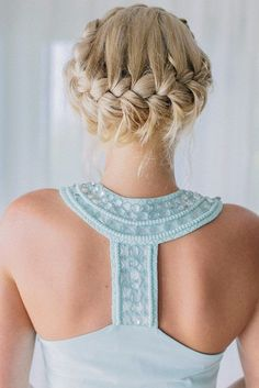 loving this beautiful braided crown hairstyle