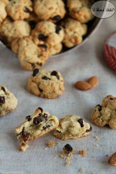 Biscotti alle mandorle e uvetta / Cookies with almonds and raisins Great Desserts, Mini Desserts, Dessert Recipes, Brunch, Biscuit Dessert Recipe, Italian Cookie Recipes, Crazy Cookies, Biscotti Cookies, Sweet Cooking