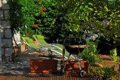 Holiday rental French Riviera Ferienwohnung Côte d'Azur Antibes, Outdoor Chairs, Outdoor Furniture, Outdoor Decor, French Riviera, Sun Lounger, Holiday, Travel, Home Decor