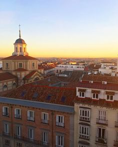 Gorgeous sunset from the rooftop of @me_madridhotel! #MEmadrid #theMEscene | estilo_nyc | |