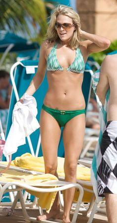 Carrie Underwood Bikini | CARRIE UNDERWOOD - SEXY GREEN BIKINI low stomach tat