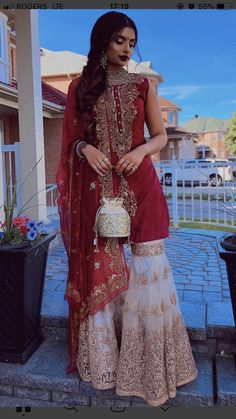 Little Red Riding Hood if she was Desi af 🎈Uploaded the whole camera roll cause ya girl was feeling herself. Also, how many times have you… Simple Pakistani Dresses, Indian Gowns Dresses, Indian Fashion Dresses, Dress Indian Style, Pakistani Dress Design, Indian Designer Outfits, Indian Outfits, Pakistani Clothing, Abaya Style