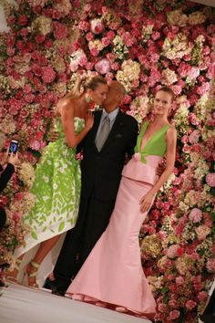As much as I love attending runway shows, you often miss the details when the models are wafting past you and the person in front of you is taking picson their ginormous iPad. So it waslovelyto see Oscar de la Renta post a multitudeof detail photos of the clothing and accessories from their Spring 2015 […]