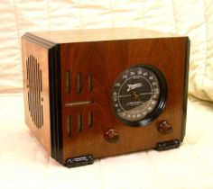 Old Antique Wood Zenith Vintage Tube Radio - Restored Working Black Dial Cube