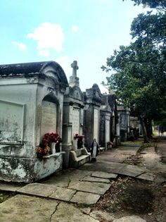 Lafayette Cemetery, New Orleans, LA--rustic voodoo, French, bohemian vibe the whole city gave off New Orleans Vacation, New Orleans Travel, Madison Montgomery, Old Cemeteries, New Orleans Cemeteries, Graveyards, Oh The Places You'll Go, Places To Visit, New Orleans Louisiana