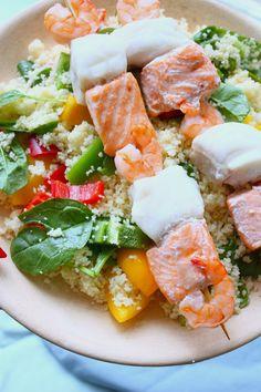 Vis kebabs met couscous, paprika en spinazie