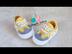 Crochet Baby Sweater Pattern, Baby Sweater Patterns, Crochet Baby Booties, Baby Converse, Child Doll, Baby Shoes, Baby Sweaters, Crochet For Kids, Couture
