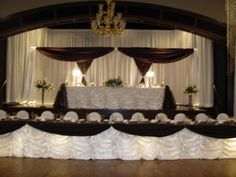Grounded by chocolate and lightened by latte...dreamy. Head table design Cloydon Dreamdecor. Head Table Wedding, Wedding Reception Tables, Reception Table Layout, Head Tables, Place Settings, Valance Curtains, Backdrops, Tablescapes, Latte