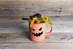 Ijesztően finom italok? Ezek dukálnak egy Halloween buliba! - PROAKTIVdirekt Életmód magazin és hírek Whisky, Vodka, Mugs, Tableware, Whiskey, Dinnerware, Cups, Mug, Dishes