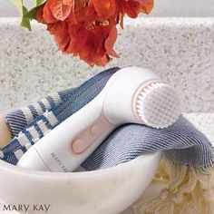 Facial Skinvigorate Brush Mary Kay, A must have for beautiful skin and stimulating renewal. Call me or text me Jeanne Dubrasky. Mary Kat, Mary Kay Ash, Spa Facial, Mary Kay Skinvigorate, Mary Kay Brushes, Imagenes Mary Kay, Mary Kay Brasil, Mary Kay Cosmetics, Mary Kay Makeup