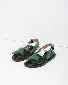 MARNI | Metallic Kiltie Fussbett Sandal | La Garçonne