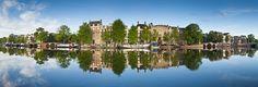 Fotobehang: Reflecties in het Water van Amsterdamse Huizen