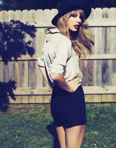 her new album pictures are so pretty
