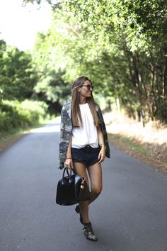 Top: Vintage / Shorts: One Teaspoon, HERE / Camo jacket: Vintage / Boots: Chloé, / Bag: Givenchy, / Sunglasses: Madewell, july