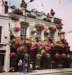 Flowers.  London looks so great in the summer!