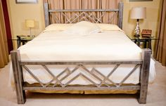 A stainless steel bed: perfect for the humidity and insects in the tropics