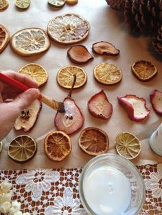 DIY: How to Make Dried Fruit Yule Ornaments and Garlands - via Sharon Glasgow Noel Christmas, Rustic Christmas, Simple Christmas, Winter Christmas, Handmade Christmas, Handmade Ornaments, Natural Christmas Ornaments, Primitive Christmas Tree, Country Christmas Trees