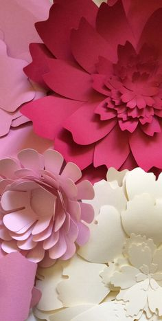 Paper flower wall decor for weddings & parties Large Paper Flowers, Paper Flower Wall, Crepe Paper Flowers, Giant Paper Flowers, Flower Wall Decor, Diy Flowers, Fabric Flowers, Deco Floral, Paper Crafts