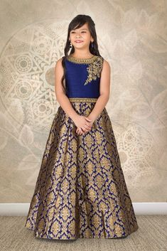 Designer Gowns for Girls. Buy online children's gowns dresses & frocks at best price for 1 to 16 years girls. Shop girls designer gowns for Wedding, Birthday, Party & Festival wear. Shop Now! Kids Party Wear Dresses, Baby Girl Party Dresses, Dresses Kids Girl, Kids Blouse Designs, Kids Frocks Design, Kids Lehenga, Kids Gown, Baby Dress Patterns, Frock Design