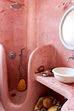 pink bathroom / Villa MIchaela in Santorini Maison Earthship, Earthship Home, Retro Interior Design, Bathroom Interior Design, Cob House Interior, Dream Home Design, House Design, Design Design, Mud House
