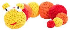 Rita rups is een kleurrijk beestje welke erg leuk is als knuffel maar ook ideaal te gebruiken is als deurstopper, voor in bijvoorbeeld de kinderkamer. Dit complete Hoooked haakpakket bevat:- 3 klossen RibbonXL- restje zwart, wit en rood voor de afwerking- 1 bamboe haaknaald 10 mm- Patroon van HoookedLet op: de vulling is niet inbegrepen   Afmeting: 350x490x320 mm - Haakkit RibbonXL Hoooked rups Rita rood
