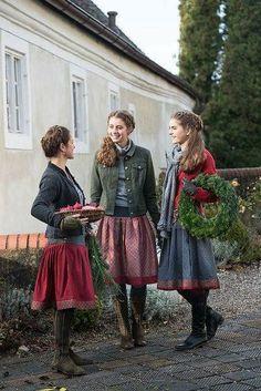 modest dresses winter best outfits - Bavarian Dirndl - The Fashion Modest Dresses, Modest Outfits, Modest Fashion, Elegant Dresses, Casual Dresses, Cute Dress Outfits, Pretty Outfits, Cute Dresses, Fall Outfits