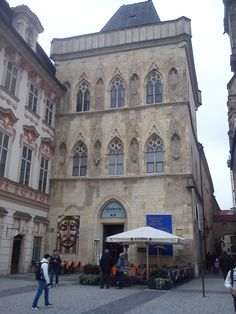 Dům u kamenného zvonu - Stome bell house - On the Old town square stands this gothic house from the 14th century. Legends say that in this house was born Charles IV. the king of Bohemia and the emperor of the Holy Roman Empire. Now there is National Gallery in Prague.