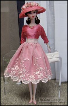 i have always loved Barbie. Wish i still had my original doll. My mother gave all of my Barbie stuff to the neighbor girl. Mode Rose, Beautiful Barbie Dolls, Vintage Barbie Dolls, Barbies Dolls, Barbie Patterns, Barbie Collector, Barbie Dress, Pink Dress, Barbie Friends