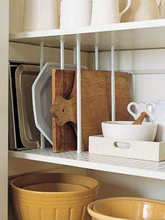8 ideias que garantem espaço extra na cozinha sem grandes mudanças estruturais. São sugestões de baixo custo e fáceis de colocar em prática, do jeitinho que a gente gosta