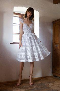 Íme a Daalarna FOLK kollekció - Magyar népművészet modern stílusban Crochet Lace Dress, Floral Lace Dress, Wedding Dress Styles, Bridal Dresses, Bridal Collection, Dress Collection, Bridal Fabric, Organza Dress, Bridal Fashion Week
