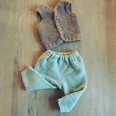 WEBSTA @ theshithatiknit - Chunkyvest fra Paelas og deilig strikket bukse. Perfekt for ruskeværet nå i januar! #paelas #chunkyvest #strikktilbarn #dustorealpakka #raumagarn #strikk #knitting
