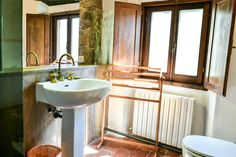 Fagiolari - Room M bathroom is all in travertine, beautiful and warm...just to feel more comfortable while you're on vacation... #room #tuscany #travertine
