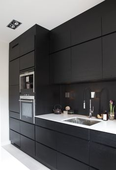 Modern Black Kitchen Cabinets Design Ideas For Inspiration Black Ikea Kitchen, Black Kitchen Cabinets, Kitchen Cabinet Design, Black Kitchens, Modern Kitchen Design, Interior Design Kitchen, White Cabinets, Farmhouse Style Kitchen, Modern Farmhouse Kitchens