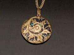 Pendant bronze and paua shell