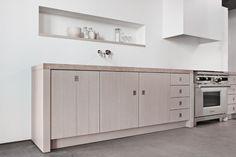 Minimal Kitchens by Piet Boon for Warendorf geen bovenkastjes, enkel dampkap