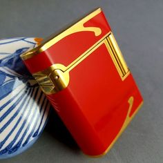 S. T. Dupont Paris Soubreny 1D0JY21 18K Gold Plated/Red China Lacquer Lighter