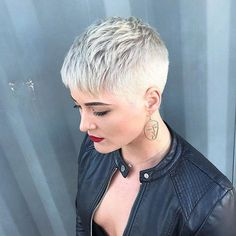 New Pixie Haircut Ideas for 2019 Short Blonde Pixie Cut 2019 Thin Hair Cuts, Short Thin Hair, Short Grey Hair, Short Hair Styles, Black Hair, Pixie Styles, Short Blonde Pixie Cut, Short Blonde Haircuts, Blonde Pixie Hairstyles