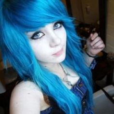 Discover 15 amazing emo hairstyles idea and embrace the idea to be the talk of the town. Discover The best one for you. emo is a kind of hairstyle that choosing the wrong one can destroy your entire look, so be careful. Emo Girl Hairstyles, Cool Hairstyles, Fashion Hairstyles, Punk, Piercing Tattoo, Piercings, Short Emo Hair, Mode Emo, Cute Emo Girls