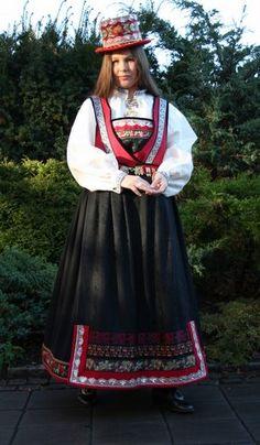 Telemark, Tinn dame og Herrebunad - Husflidsbutikken , A. Folk Costume, Costume Dress, Fantasy Costumes, Unique Dresses, Headgear, Oslo, Traditional Dresses, Well Dressed, Norway