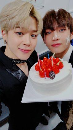 Park Jimin photo em comemoração ao aniversário de TaeHyung ❤